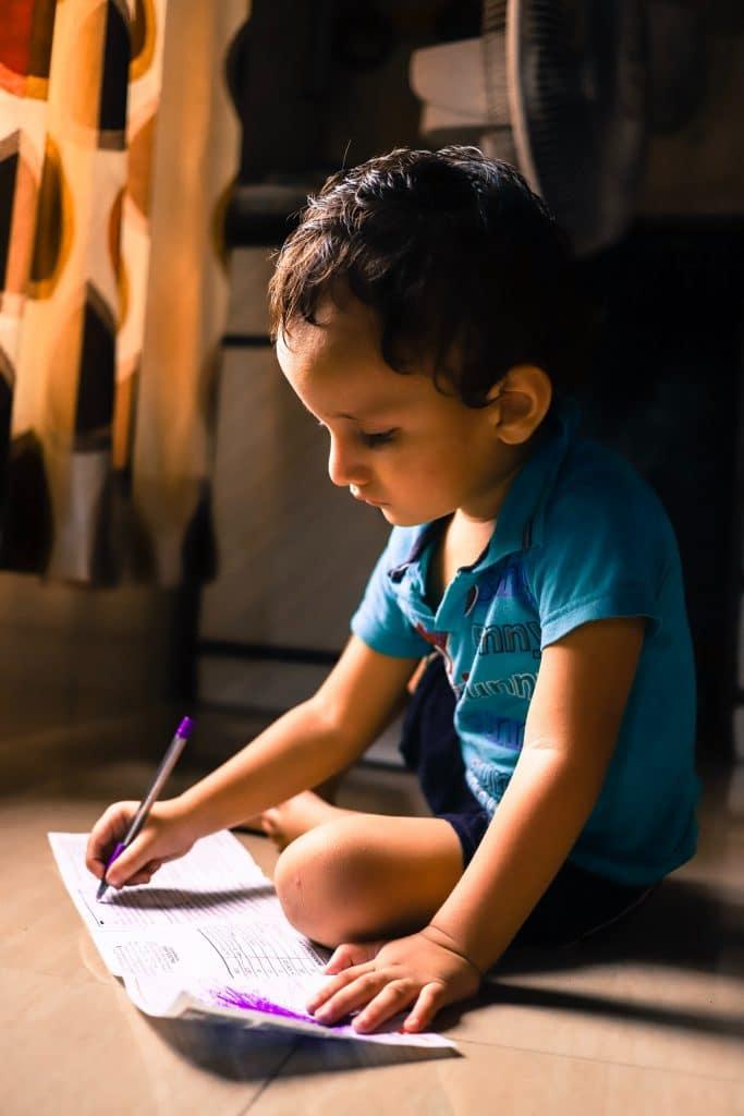 ecriture activites confinement familial unsplash