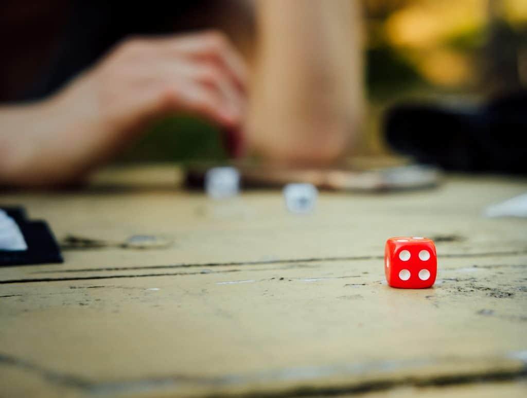 jeux societe confinement famille unsplash
